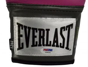The use of the EVERLAST boxing glove wristbands to properly Sync and Preset the wrist action in the golf swing.